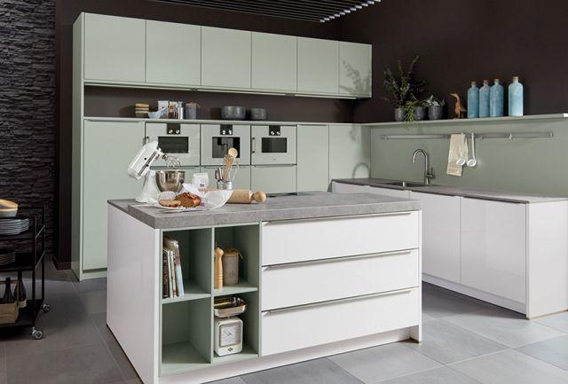 Küche mit hochwertiger Keramikarbeitsplatte