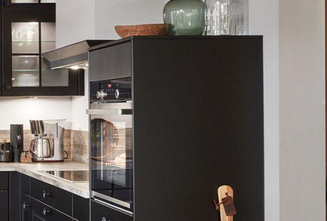 schwarze Landhausküche Highlight 1