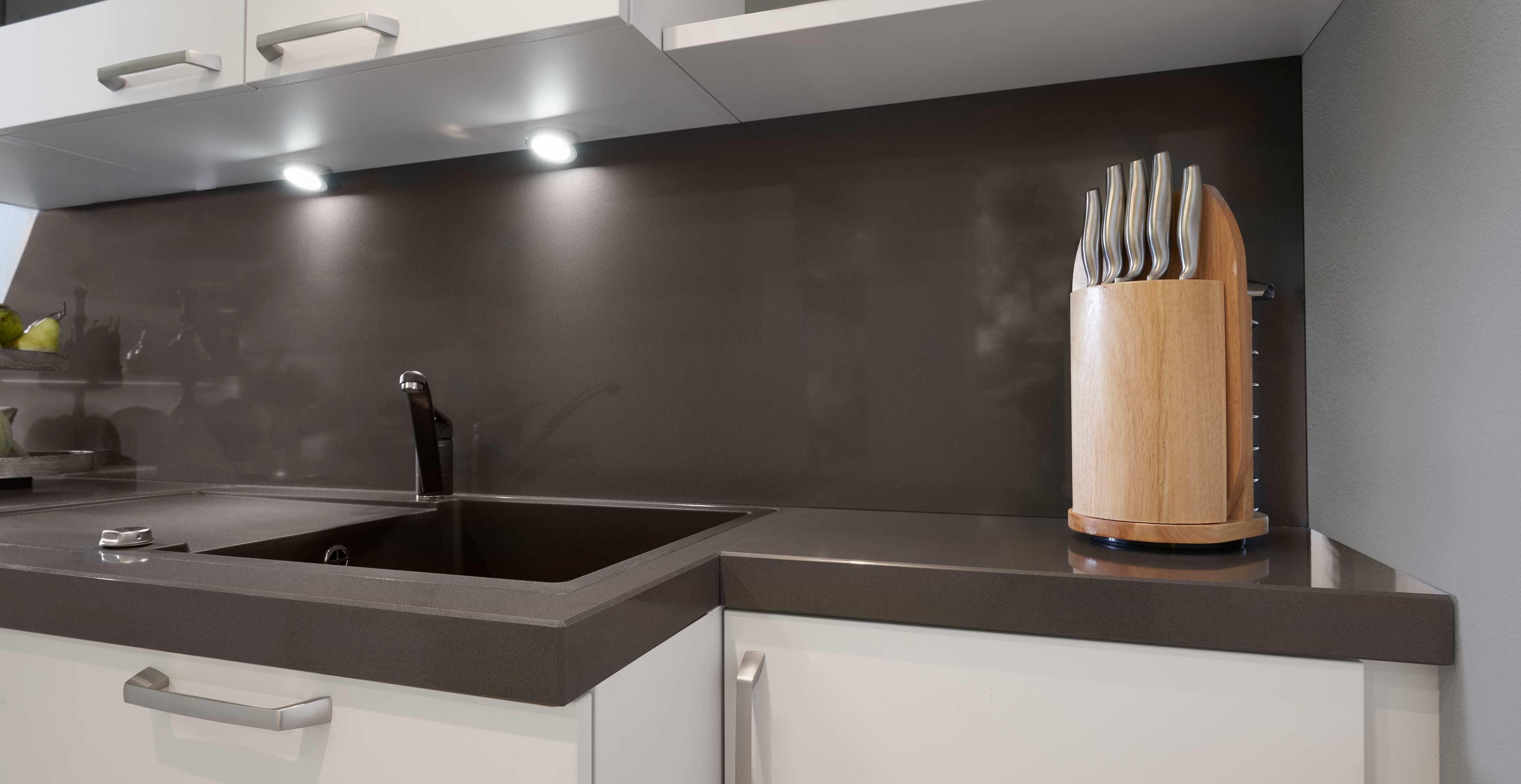 Nischenpaneel aus Granit - Marquardt Küchen