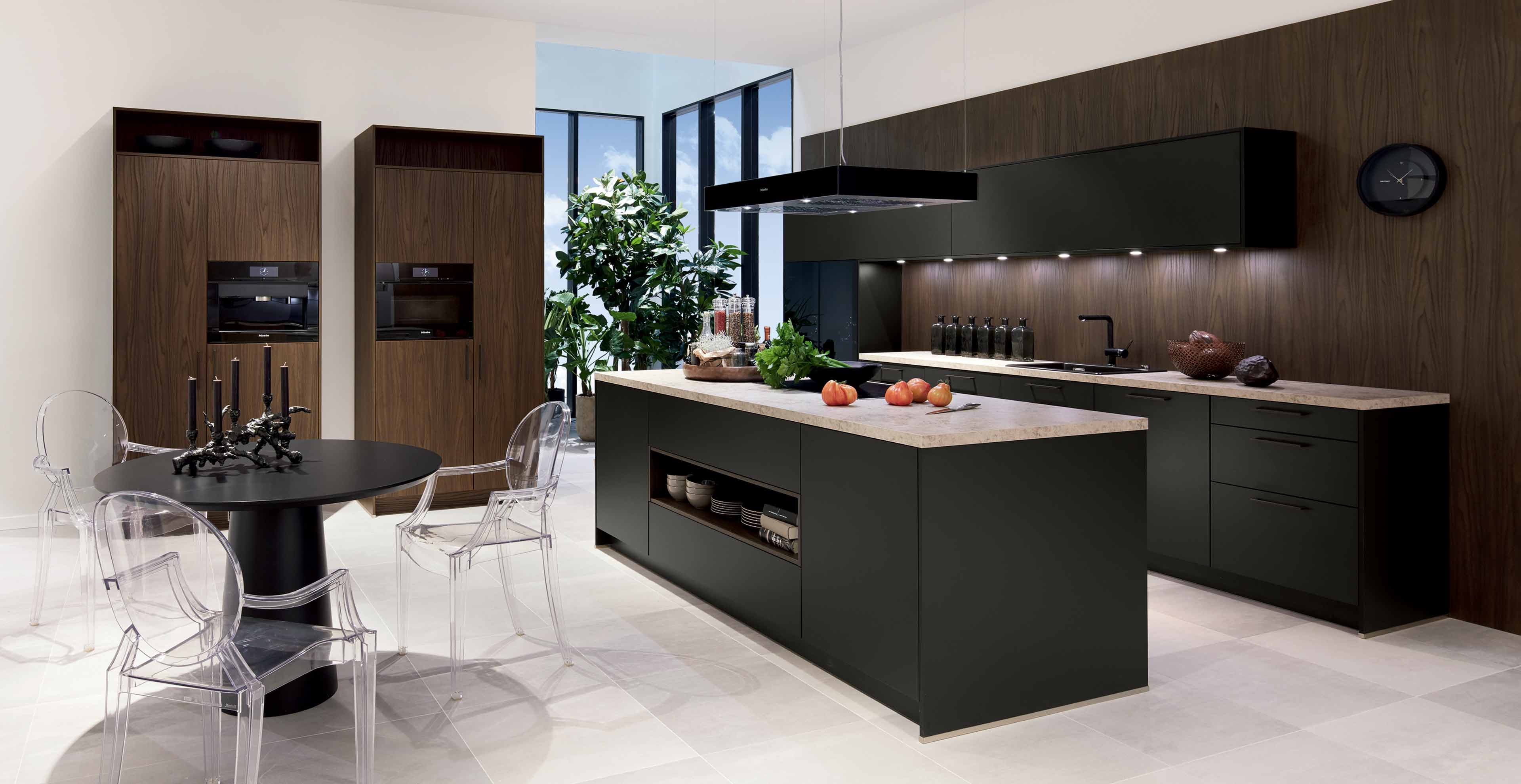 Moderne Küche Havannaschwarz & Sherwood dunkelbraun ...