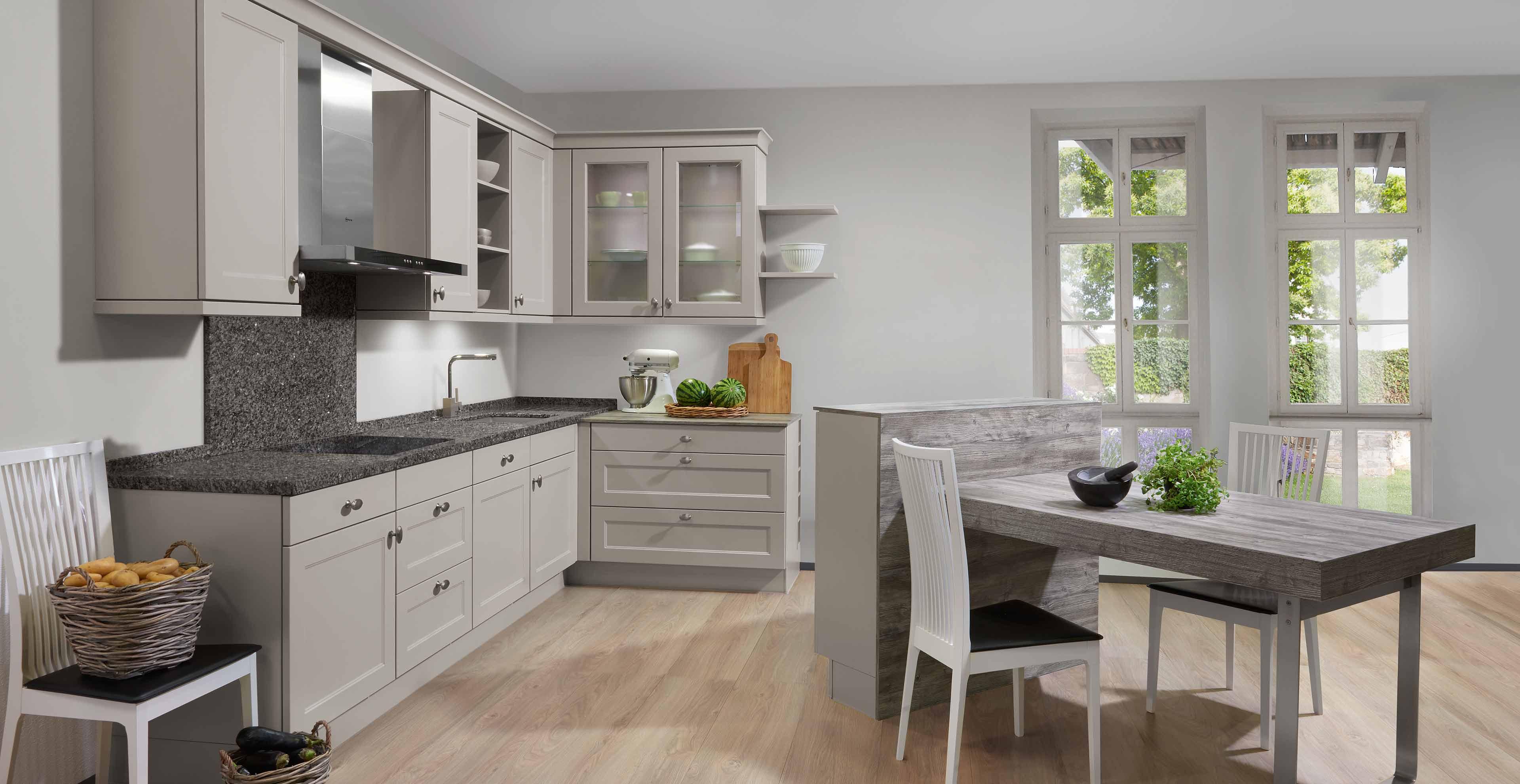 Landhausküche in L-Form Chalet Sand – Marquardt Küchen
