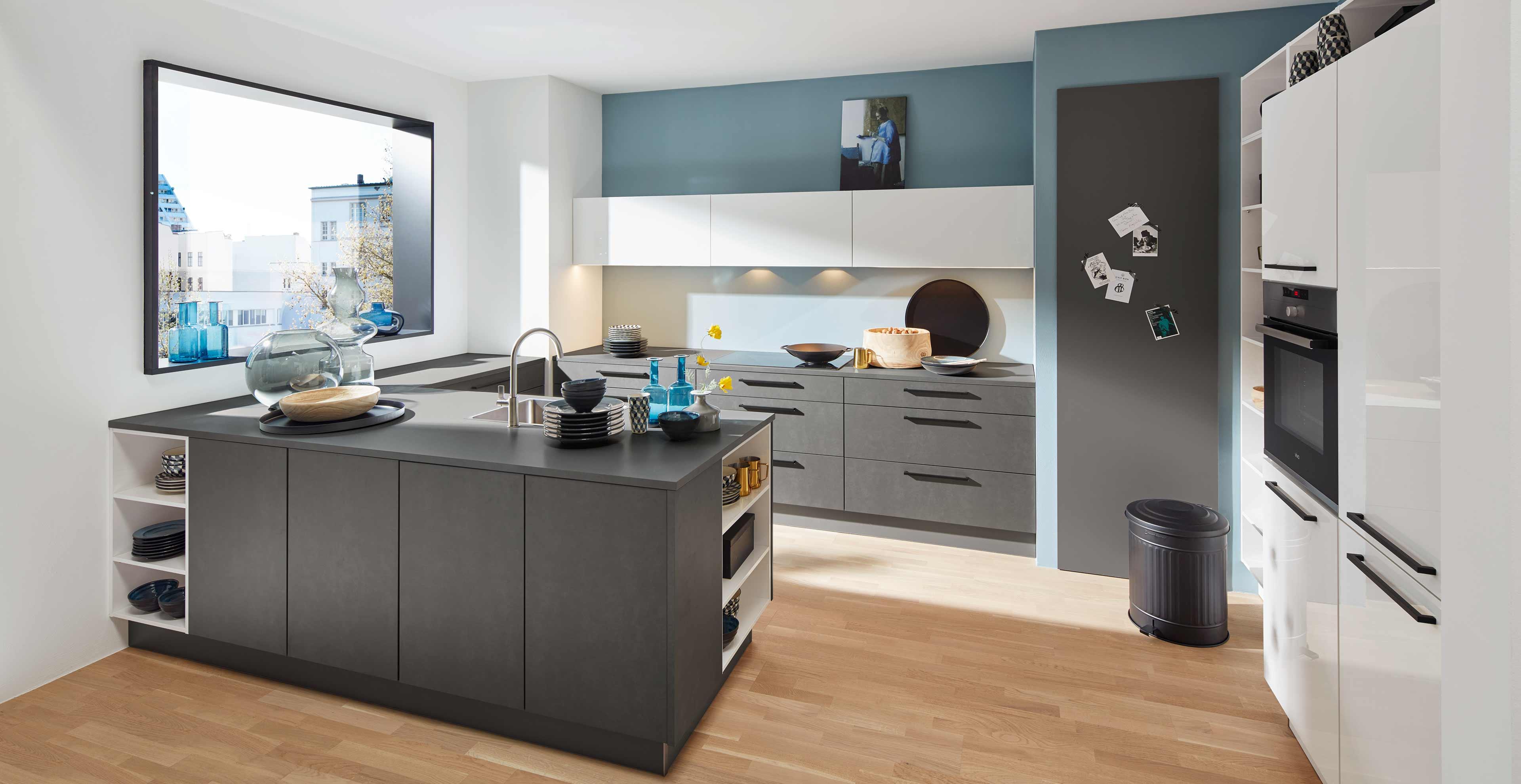 KIassische U-Küche mit Quarzstein - Marquardt Küchen